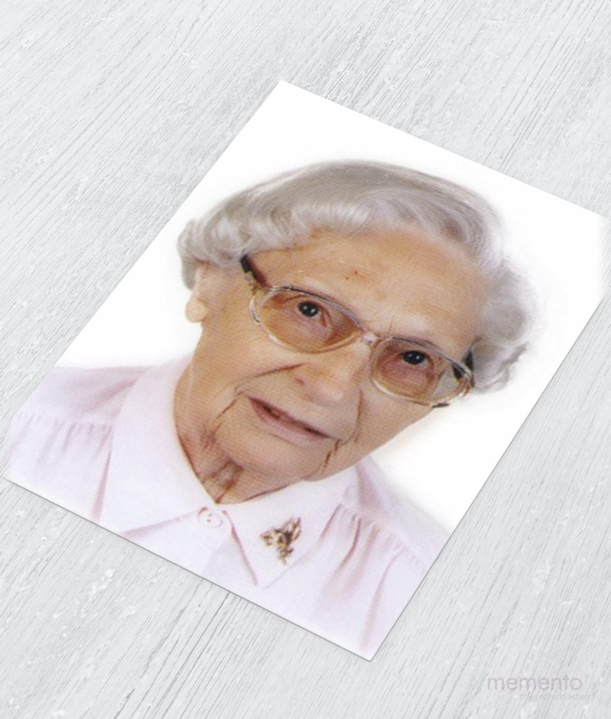 Abbildung Fotodruck Trauerfeier Frau